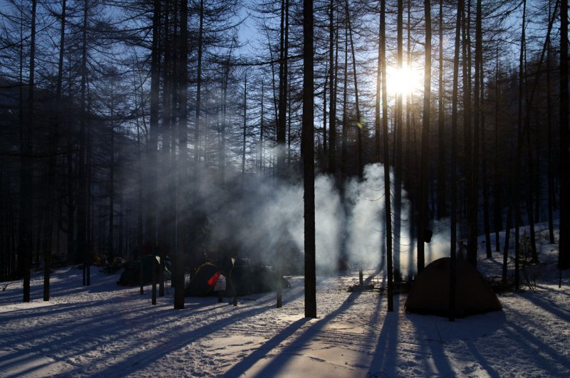 утром лагерь в Саянах