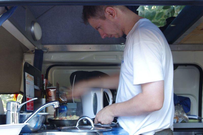 готовим завтрак в кемпере