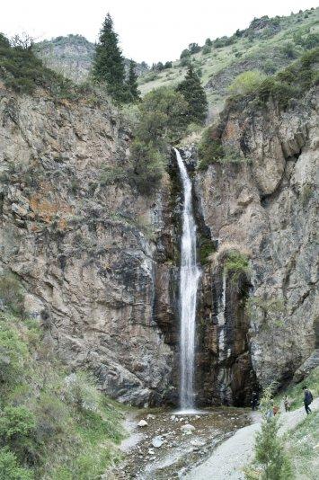 водопад в ущелье Кегети, Киргизия