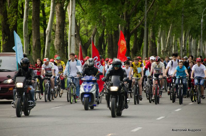 майская демонстрация в Бишкеке