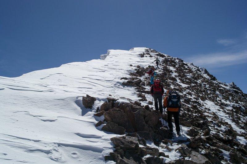 предвершинный гребень пика Учитель (Киргизия)