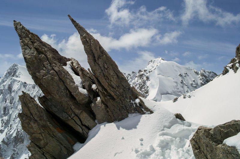 Скальные выступы недалеко от вершины Бокс