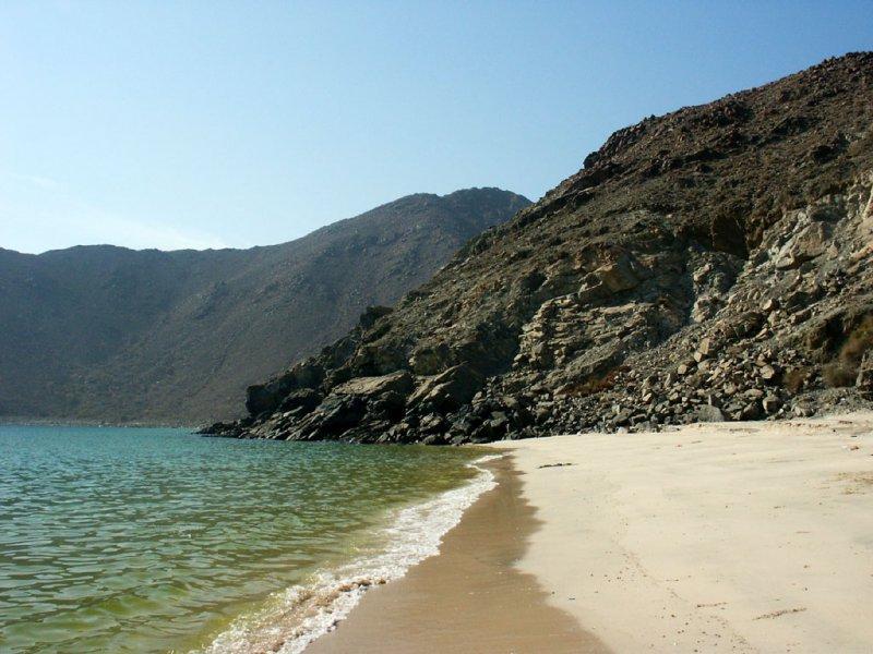 Дикий пляж в ОАЭ