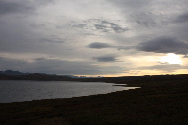 Озеро Хиндиктиг-Холь на рассвете