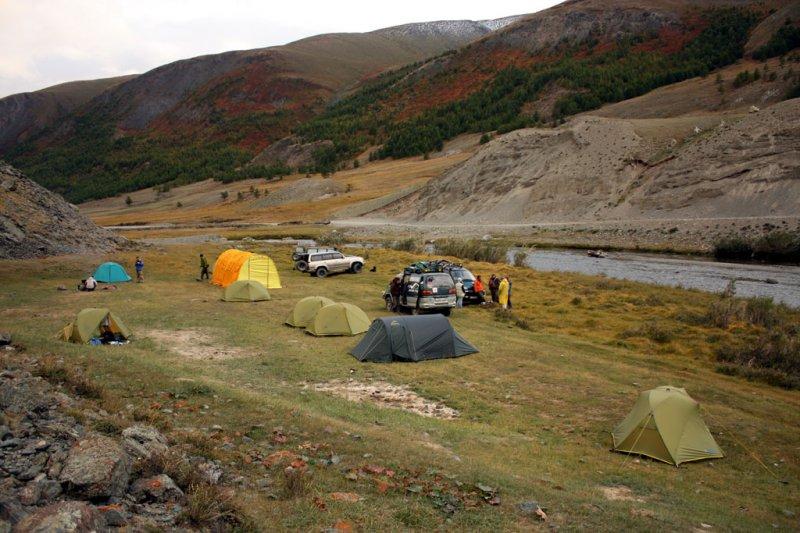 Лагерь у реки Таркаты