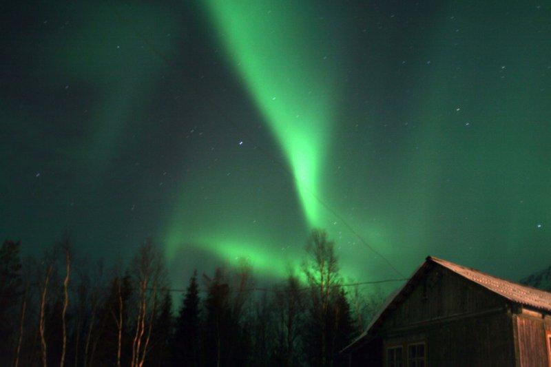 полярные сияния на базе Куэльпорр в Хибинах