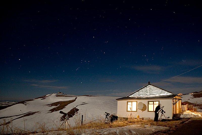 станция ГАС ГАО в ночи