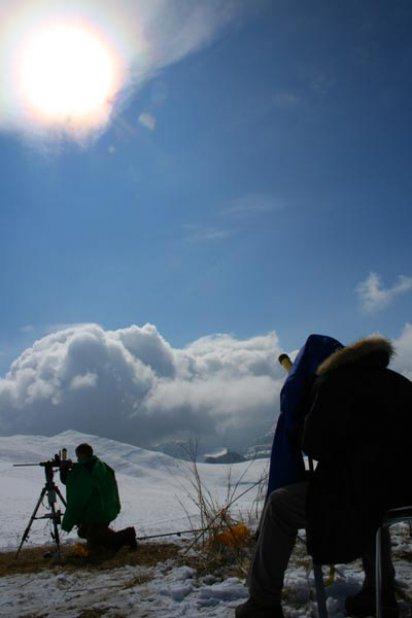 астрономы смотрят Солнце