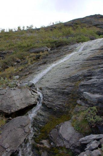 ручей с плато