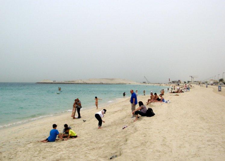 на пляже рядом с Burj Al Arab Tower