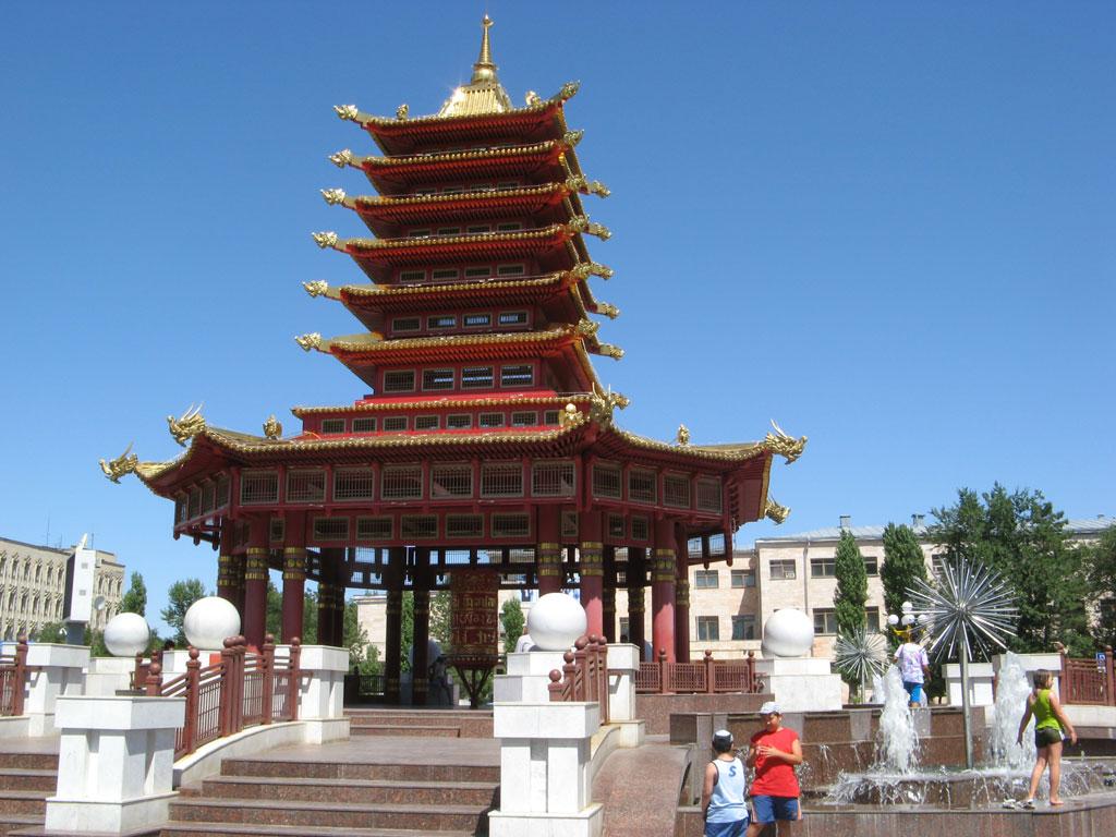 Молитвенный барабан на центральной площади